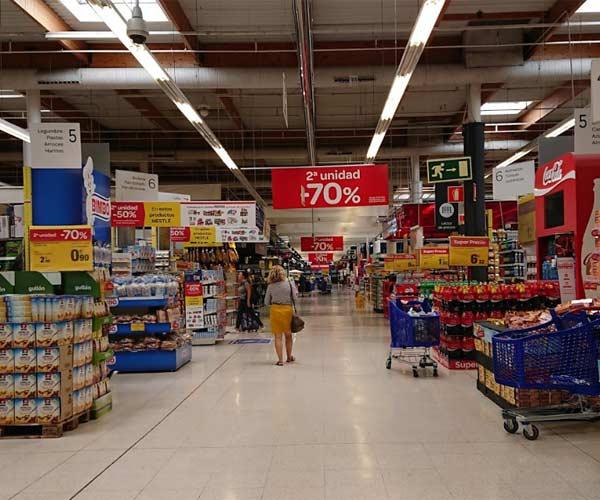 Interior del hipermercado Carrefour Las Arenas