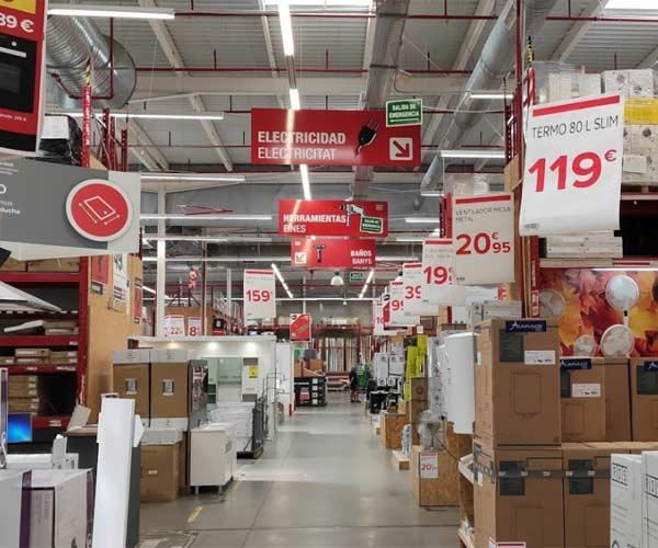Interior de la tienda BricoDepot en Palma